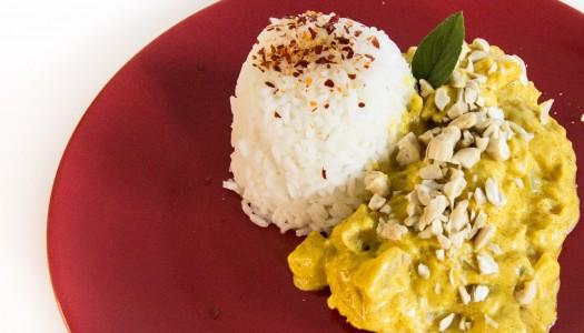Kurczak w sosie curry z ananasem